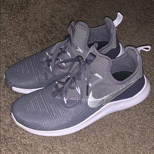 Women's Nike shoes sz 10